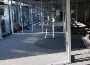 Plaatsen van glaswanden in een bestaand kantoor