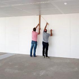 Opname van het kantoorpand o.a. de afmetingen, wanden, vloeren enz.
