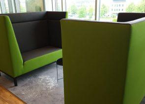 Vehco akoestische banken met hoge rug voor informeel overleg op kantoor