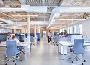 Blauwtinten op kantoor zorgen voor rust en productiviteit
