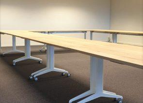Verrijdbare vergadertafels voor flexibele inrichting van de ruimte