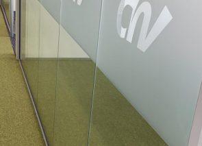 Detail signing glaswanden CNV