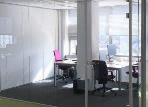 Kantoren houden hun transparantie door gebruik van glaswanden