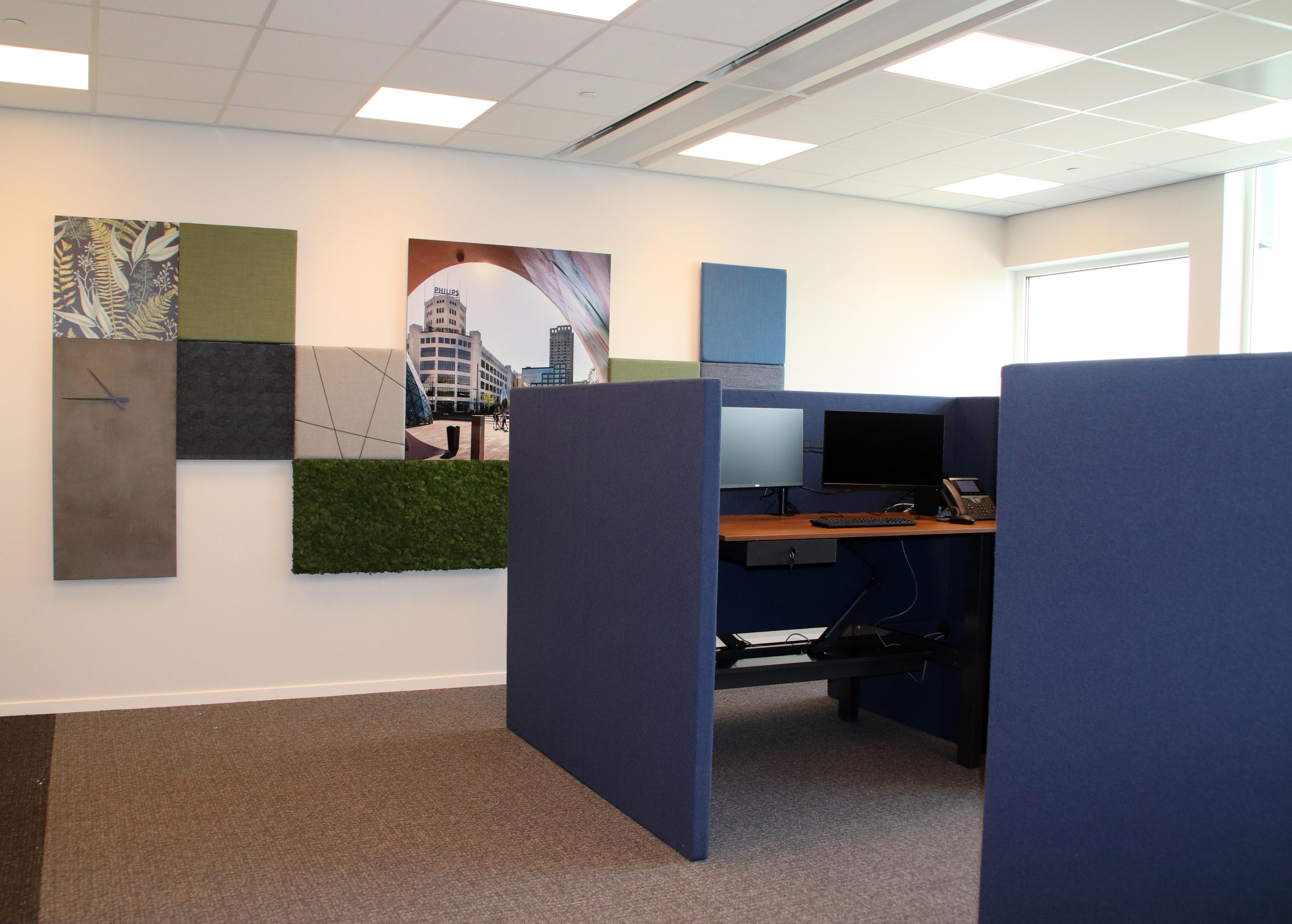 Ook in deze ruimte een maatwerk paneel van Dock Four met o.a. afbeeldingen van Eindhoven