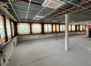Pand is klaar om weer opgebouwd te worden - spuitwerk - schilderwerk - kantoorverbouwing